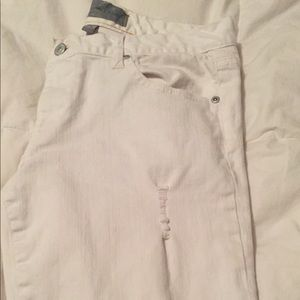NWOT. paperdenim&cloth distressed white jeans.